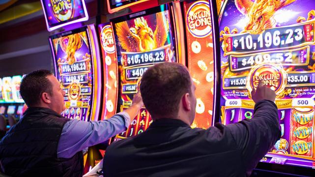 Deux hommes jouant aux machines à sous basées sur les compétences