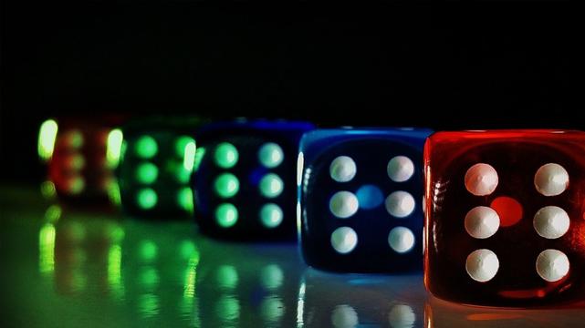 Image de dés de casino colorés