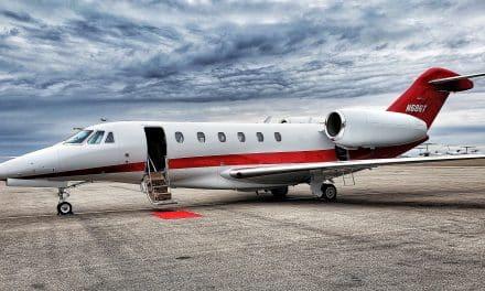 Les Juifs paient jusqu'à 650 000 $ pour des avions privés pour transporter leurs parents décédés en Israël