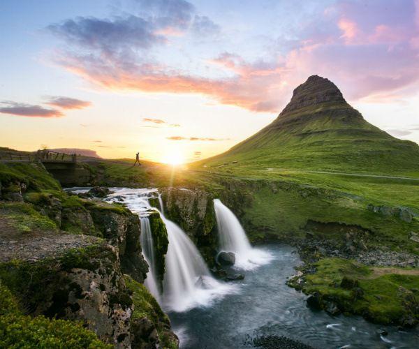 15 juin, ouverture de l'Islande aux touristes